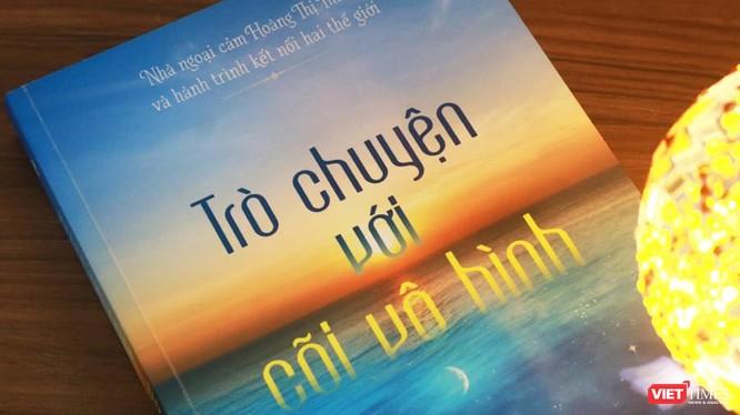 """Ấn bản """"Trò chuyện với cõi vô hình"""" do Thái Hà Books xuất bản và phát hành (Ảnh: THB)"""