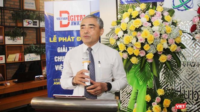 Ông Nguyễn Minh Hồng – Chủ tịch Hội truyền thông số Việt Nam, Trưởng ban tổ chức giải thưởng Chuyển đổi số Việt Nam 2021 phát biểu tại họp báo (Ảnh: Trường Giang)
