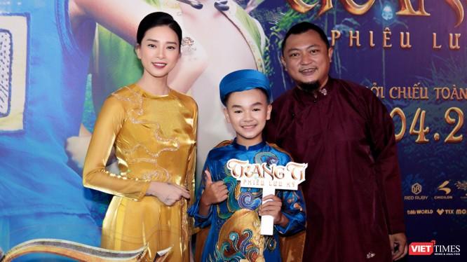 Nhà sản xuất Ngô Thanh Vân và đạo diễn Phan Gia Nhật Linh cùng diễn viên nhí xuất hiện trước công chúng - Ảnh: Studio68
