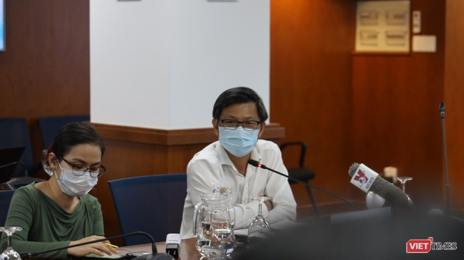 Giám đốc Trung tâm Kiểm soát bệnh tật TP.HCM - BS Nguyễn Trí Dũng cho biết vaccine là vũ khí hữu hiệu chặn đứng sự lây lan COVID-19. Ảnh- Huyền Mai