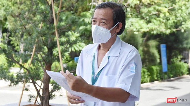 GS.TS.BS Nguyễn Văn Vĩnh Châu - Giám đốc BV Bệnh Nhiệt đới TP.HCM (Ảnh: Khôi Nguyễn)