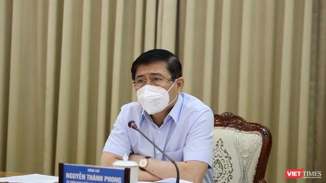 Chủ tịch UBND TP.HCM Nguyễn Thành Phong đã ban hành Chỉ thị khẩn số 10 yêu cầu siết chặt giãn cách xã hội (Ảnh: TTBC)