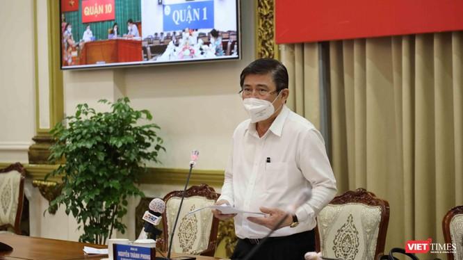Chủ tịch UBND TP.HCM Nguyễn Thành Phong tại cuộc họp - Ảnh: Huyền Mai