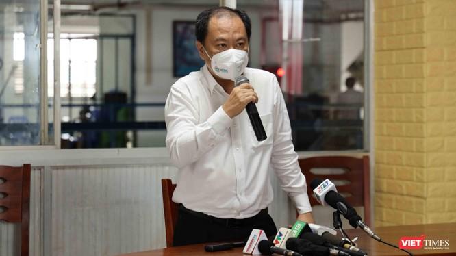 Phó giám đốc Sở Y tế TP.HCM Nguyễn Hoài Nam phát biểu tại buổi làm việc. Ảnh: Huyền Mai