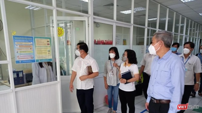 Tổ công tác Bộ Y tế khảo sát công tác bảo đảm phòng dịch tại khu vực y tế của Công ty Dệt may-Đầu tư thương mại Thành Công - Ảnh: BYT