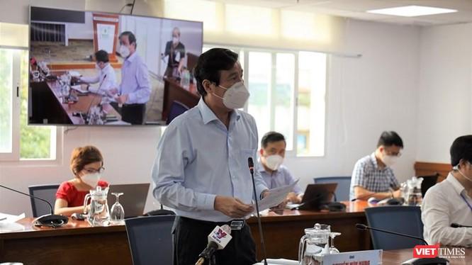 Bác sĩ Nguyễn Hữu Hưng - Phó Giám đốc Sở Y tế TP.HCM thông tin về số ca bệnh COVID-19 tại TP.HCM. Ảnh: Khang Minh