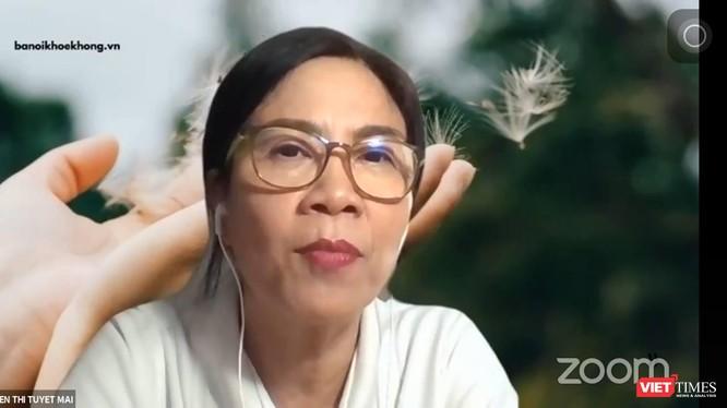 Bác sĩ Nguyễn Thị Tuyết Mai hướng dẫn các F0 cách ly tại nhà kiểm soát sự bình tâm. Ảnh: Hoà Bình chụp màn hình giao lưu