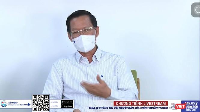 Chủ tịch UBND TP.HCM Phan Văn Mãi trả lời thắc mắc của người dân (Ảnh chụp màn hình giao lưu trực tuyến)