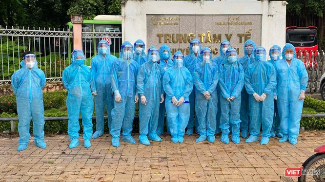Các tình nguyện viên đầu tiên đến từ DHA healthcare đã có mặt tại Trung tâm y tế huyện Hóc Môn để tham gia chương trình ATM Nhân lực tiêm vaccine