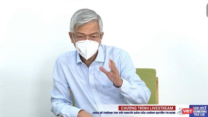 Phó Chủ tịch UBND TP.HCM Võ Văn Hoan trả lời người dân, khẳng định nếu ra đường không có lý do chính đáng vẫn bị phạt. Ảnh: Hoà Bình chụp màn hình.