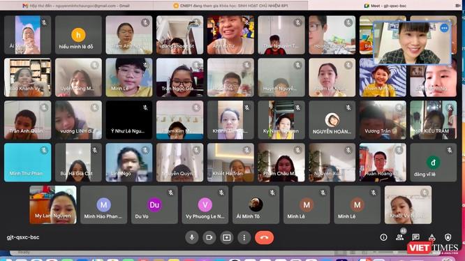 Một lớp học trực tuyến của học sinh vùng dịch TP.HCM. Ảnh: Bình Minh