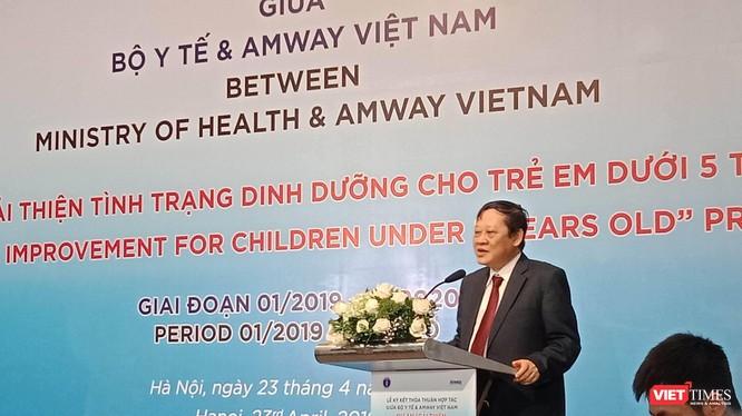 Thứ trưởng Bộ Y tế Nguyễn Viết Tiến phát biểu tại buổi lễ