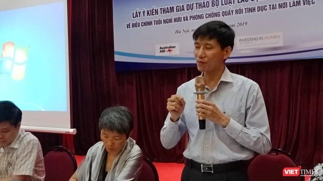 Ông Nguyễn Văn Bình - Phó Vụ trưởng Vụ Pháp chế, Bộ LĐ-TB&XH chia sẻ tại buổi hội thảo sáng 15/5.