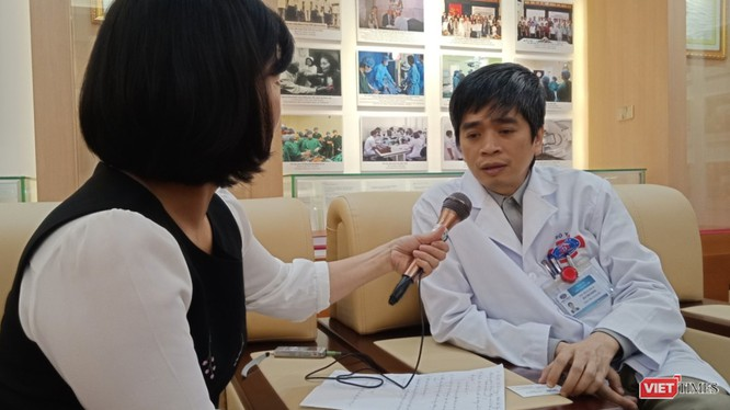 PGS.TS Bùi Văn Giang - Giám đốc Trung tâm chẩn đoán hình ảnh, Bệnh viện K trò chuyện cùng phóng viên.