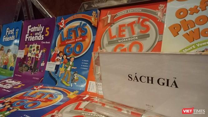 Một cuốn sách Tiếng Anh giả giống hệt với sách thật đang được sử dụng trong một số nhà trường của bậc giáo dục phổ thông.