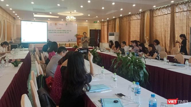 Các chuyên gia chia sẻ về việc bảo vệ quyền trẻ em trong buổi hội thảo tổ chức tại Vĩnh Phúc sáng 24/7.