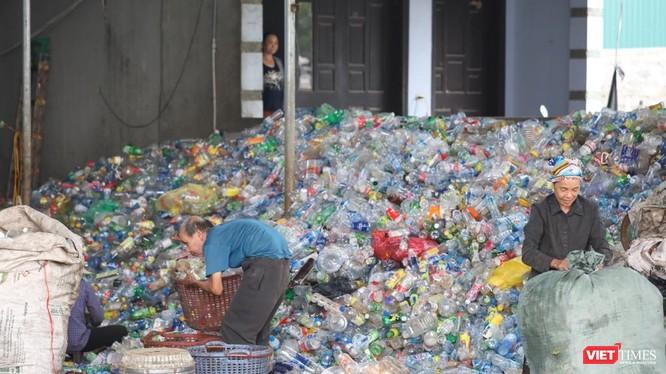 Rác thải nhựa đã trở thành vấn đề môi trường toàn cầu.