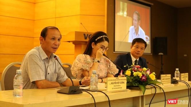 Ông Nguyễn Việt Cường – Chánh Thanh tra Sở Y tế Hà Nội cùng các chuyên gia tại diễn đàn chủ đề làm đẹp tổ chức tại Hà Nội ngày 15/10.