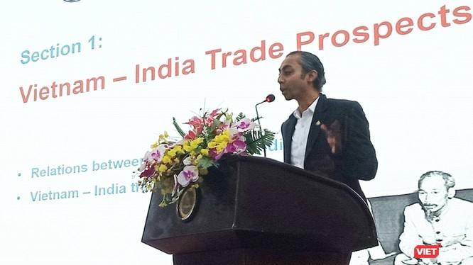 """Doanh nhân B.M.Anvar Sadath - diễn giả duy nhất tại buổi tọa đàm """"Văn hóa kinh doanh Ấn Độ và triển vọng thương mại Việt Nam - Ấn Độ""""."""