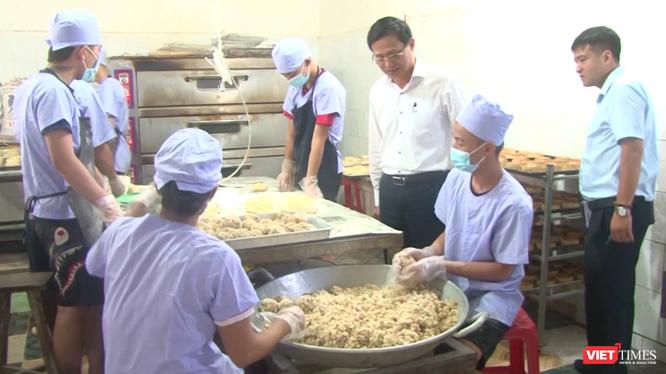 Chi Cục An toàn vệ sinh thực phẩm Hà Nội kiểm tra an toàn thực phẩm tại huyện Đông Anh.
