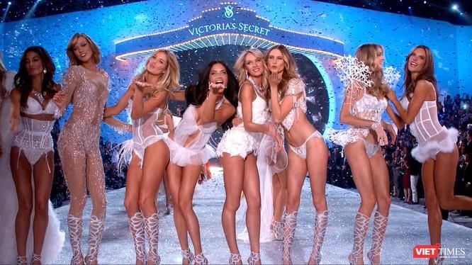 """Video: """"Thiên thần"""" Victoria`s Secret nhảy múa gợi cảm"""