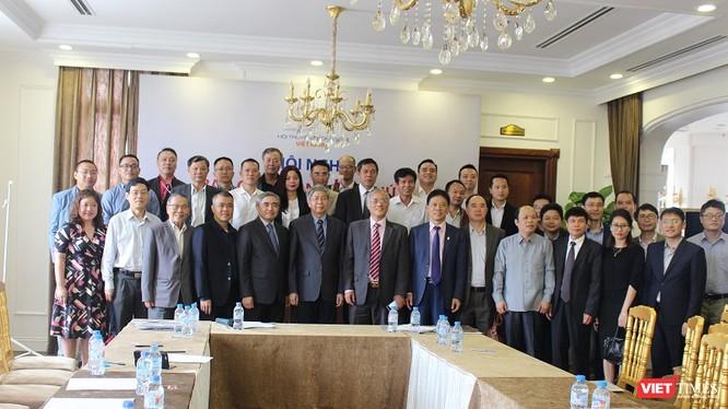 Các Ủy viên Ban Chấp hành và khách mời tại Hội nghị Ban chấp hành lần thứ Ba và Gặp mặt đầu xuân năm 2018 của Hội Truyền thông số Việt Nam.