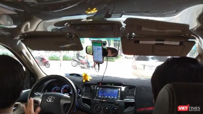 Câu chuyện quản lý taxi công nghệ sau vụ kiện của Vinasun và Grab đang trở thành vấn đề tranh cãi khi mô hình quản lý được đánh giá chưa theo kịp thực tế phát triển.
