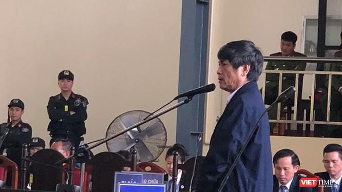Bị cáo Nguyễn Thanh Hóa trong phiên xét xử sáng nay (23/11).