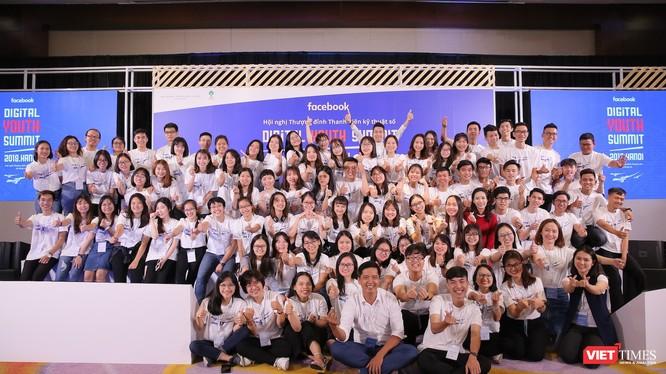 Các Lãnh đạo trẻ tại Hội nghị thượng đỉnh Thanh niên kỹ thuật số.