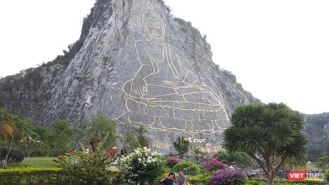 Yếu tố văn hóa đặc sắc, thiên đường mua sắm lẫn ẩm thực chính là những ưu điểm giúp Thái Lan thu hút du khách Việt.