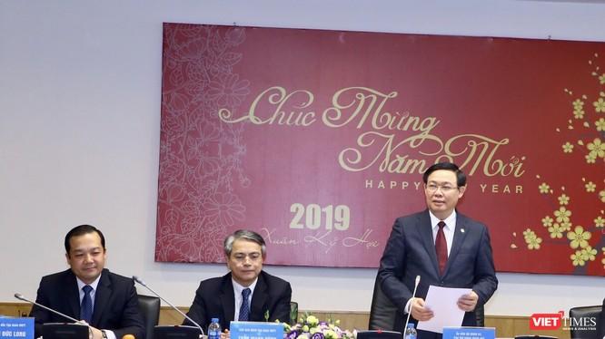 Phó Thủ tướng Vương Đình Huệ cùng lãnh đạo các bộ, ngành đã thăm và làm việc với Tập đoàn VNPT sáng nay (11/2).