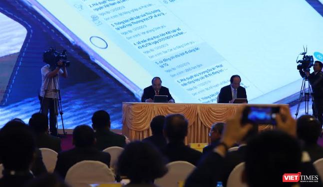 Sáng nay, Thủ tướng Chính phủ Nguyễn Xuân Phúc đã trực tiếp ký ban hành văn bản điện tử trên hệ thống Quản lý văn bản và Hồ sơ công việc.