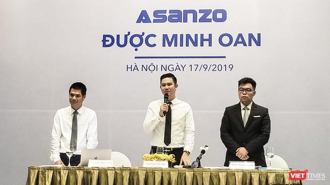 Ông Phạm Văn Tam – Chủ tịch HĐQT Asanzo (giữa), ông Trần Đức Hoàng – Luật sư (phải).