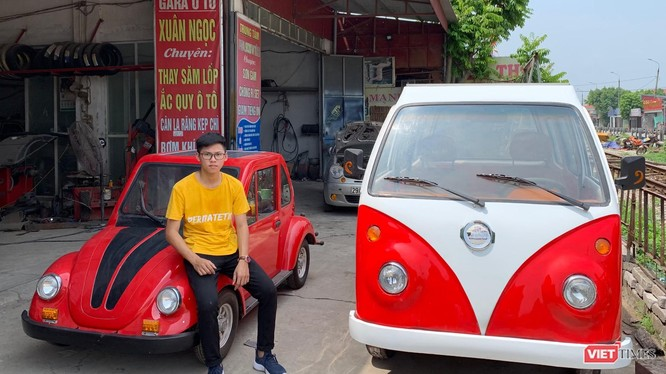 Câu học sinh năm cuối THPT Ngô Việt Cường và 2 chiếc ô tô chạy bằng năng lượng mặt trời do cậu tự chế tạo