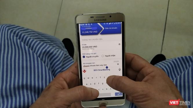Nhiều người dùng Facebook trở thành nạn nhân của các vụ lừa đảo chuyển tiền quốc tế. Ảnh minh họa: Lê Mai.