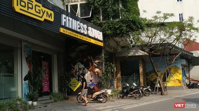 Phòng tập TopGym Fitness &Yoga - số 1A Nguyễn Khắc Nhu, Trúc Bạch, Ba Đình, TP. Hà Nội - được xác định là nơi thường lui tới của vợ chồng ca bệnh COVID-19 thứ 21. Ảnh: Anh Lê