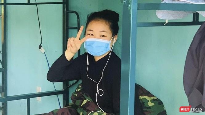 Công dân Việt Nam tại khu cách ly thuộc Trung tâm huấn luyện dự bị động viên (thuộc Bộ chỉ huy quân sự TP Đà Nẵng). Ảnh: Hồ Xuân Mai.