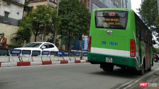 Từ hôm nay, ngày 28/3, Hà Nội tạm dừng hoạt động xe buýt. Ảnh: Anh Lê.