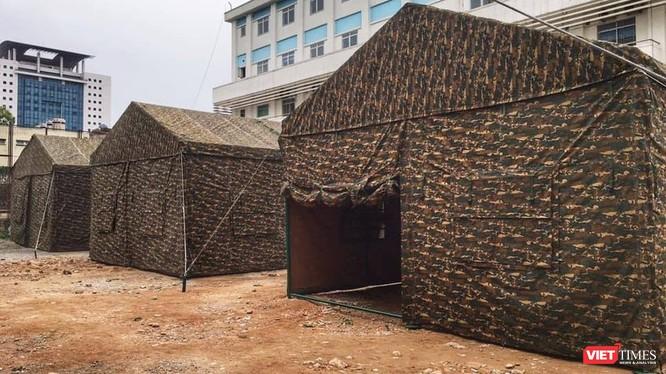 Bệnh viện dã chiến trong khuôn viên Bệnh viện Bạch Mai được dựng lên trong 1 đêm.