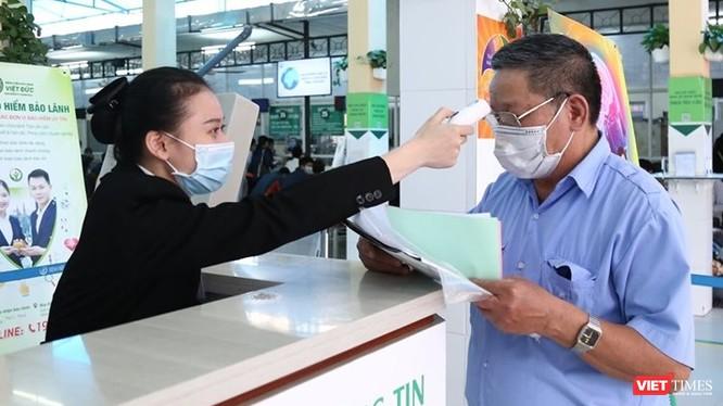 Trong bối cảnh đại dịch COVID-19 hiện nay, vấn đề kiểm soát, phân luồng người ra vào cơ sở y tế rất cần được quan tâm.
