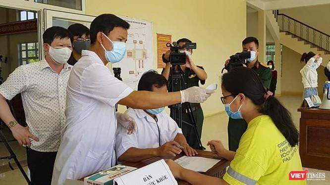 Thủ tướng yêu cầu các địa phương cân nhắc, thận trọng việc thu phí cách ly đối với người đến từ các địa phương trong nước. Ảnh: Hồ Xuân Mai.