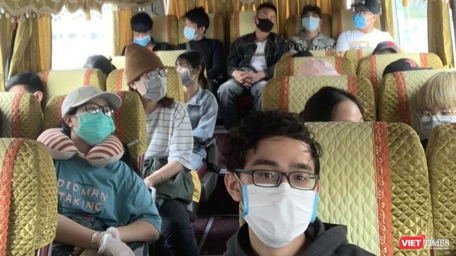 Lượng hành khách trên mỗi chuyến xe không được vượt quá 50% sức chứa của xe và tối đa không quá 20 người trên một chuyến xe. Ảnh minh họa: Anh Lê.