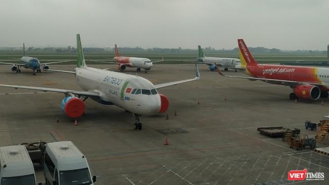 Máy bay đậu đỗ la liệt tại sân bay Nội Bài trong thời điểm chống dịch COVID-19. Ảnh: Anh Lê.