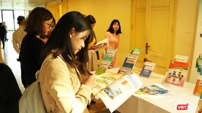 Bộ GD&ĐT vừa phê duyệt thêm 7 sách giáo khoa (SGK) lớp 1 nâng tổng số SGK lớp 1 chương trình GDPT mới lên 45 cuốn thuộc 9 môn học và hoạt động giáo dục. Ảnh minh họa: Minh Thúy.