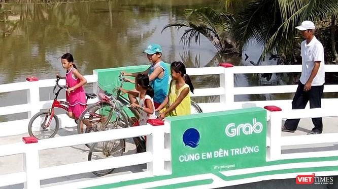 Cầu Út Ốm vừa được khánh thành đặt tại ấp Phước Thới B, xã Bình Phước, huyện Mang Thít, tỉnh Vĩnh Long