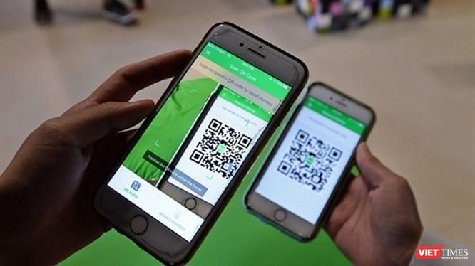 Theo quy định của Ngân hàng Nhà nước, những tài khoản ví điện tử chưa được xác thực sẽ bị tạm khóa và người dùng chỉ có thể giao dịch trở lại sau khi hoàn thành xác thực. Ảnh minh họa: Grab.