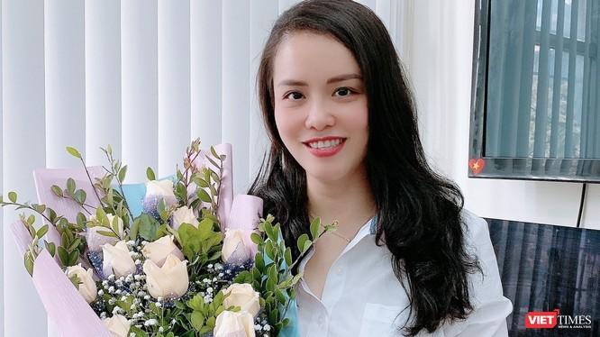 Nhà báo Đinh Bích Ngọc.