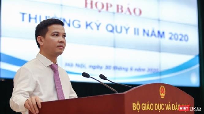 Ông Trần Quang Nam - Chánh Văn phòng Bộ GD&ĐT thông tin báo chí.