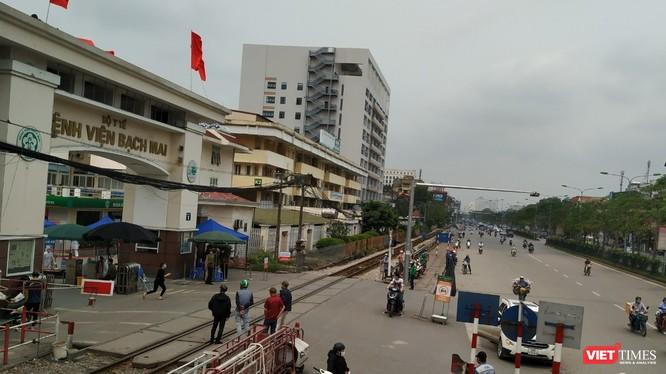 Khu vực cổng chính Bệnh viện Bạch Mai.