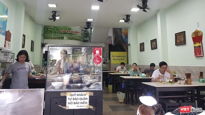 Hà Nội tuyên bố sẽ đóng cửa các hàng quán không thực hiện nghiêm phòng chống dịch.